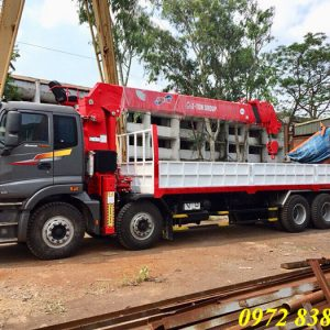 Xe tải Auman 4 chân gắn cẩu Atom 12 tấn
