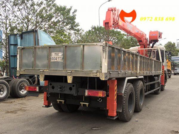 dongfeng 4 chân gắn cẩu 10 tấn kanglim